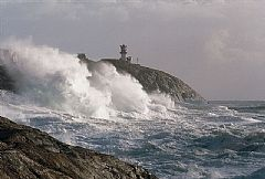 1: Lindesnes lighthouse during a storm. Photo: Rolf Dybvik.